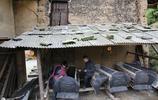 農村夫妻搭檔靠老手藝討生活,一年掙十多萬,供出大學生城裡買房