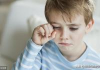 11歲男孩至今未上學,如今又被父母遺棄!生而不養的父母極為醜陋