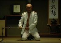 日本男子希望恢復武士切腹傳統,結果動手後太疼了,死得很慘