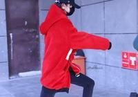 190205 迪麗熱巴央視春晚上班圖分享:跳出了三歲兒童歡快的步伐
