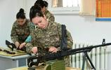 哈薩克斯坦女兵你見過嗎?不愛紅妝愛武裝,人漂亮還很有氣勢