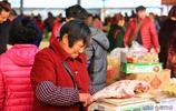 走進郊區菜市場看看武漢人過年愛吃啥,除了魚肉還有地方特色小菜