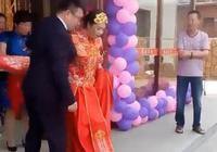 200斤新娘上婚車時非要新郎公主抱,網友:以後日子可怎麼過