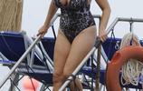 超模凱莉·布魯克去希臘度假,她依然風采不減當年!