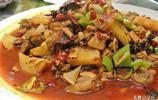 新疆菜真的不敢多點,4個人點3道菜2個主食,還沒一會咱就吃撐了