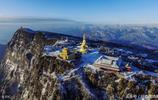 峨眉山冬季:美麗的南國雪景
