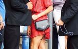 妮娜·杜波夫能把碎花裙穿這麼好看 上輩子想必是仙女吧!