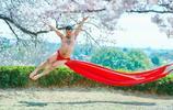 櫻花這樣美,櫻花樹下的美男子