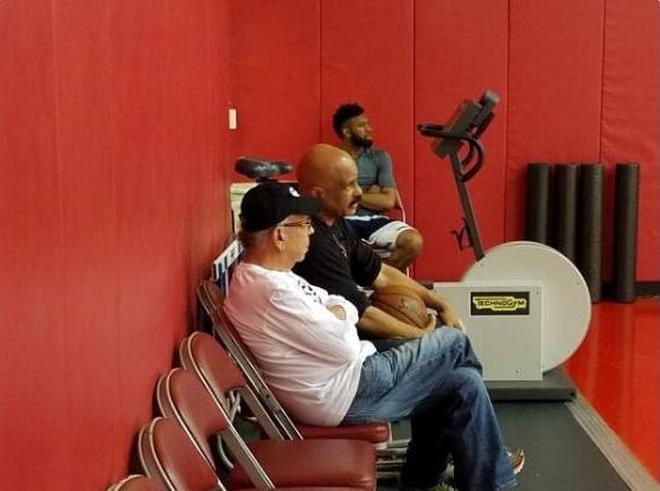 周琦訓練穿上壓箱底球鞋,還有火箭老闆和隊史傳奇觀看