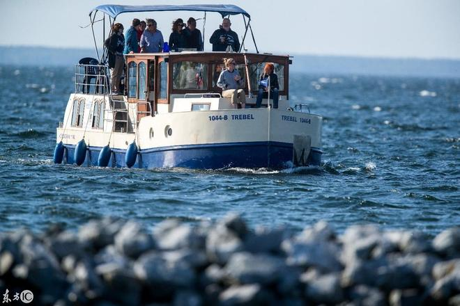 船屋和包租遊艇——正在梅克倫運河航行於梅克倫堡湖區