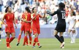 足球——B組:中國隊戰平西班牙隊