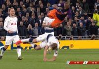 歐冠,費爾南迪尼奧撞翻凱恩後,肘擊後又按壓凱恩頭部,這個動作應該出紅牌嗎?