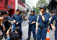 劉德華街頭為新片拍煞科戲,還積極指揮行人交通