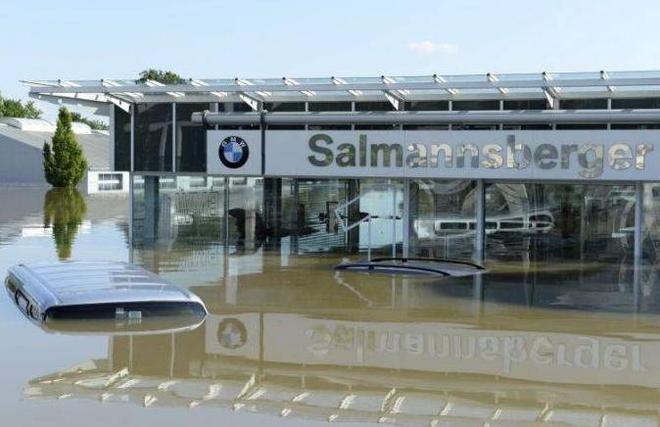 大水侵襲了寶馬銷售店,老闆不難過結果保險公司卻痛哭