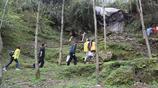 實拍:深山裡相差24歲的夫妻和1歲兒子的真實貧困回生活