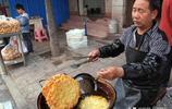 陝西商洛洛南縣50歲的楊八操 賣一種鄉村美食 看他活的有多自在
