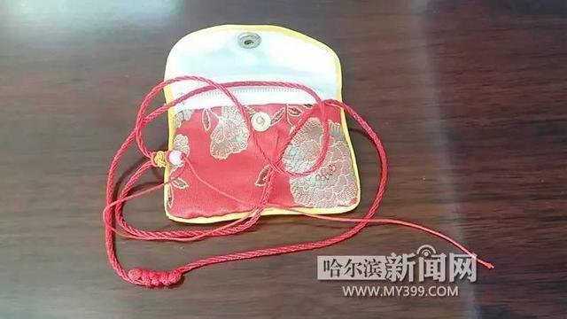「怪事」網購價值4萬元的翡翠吊墜,打開只有一根紅繩兒|店家發空包裹想讓快遞背鍋 騙了仨買家10萬塊直到……