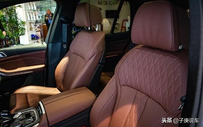 寶馬新X5外觀變化不大,內飾顏值提升明顯,豪華度依舊
