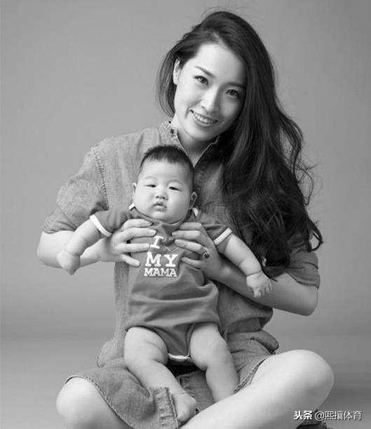 34歲羅雪娟現狀:曾熱戀鮑春來,已懷二胎9個月,丈夫比她大十歲