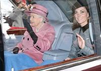"""凱特首次單獨陪同英女王出席活動,93歲粉紅女王嬌豔更勝王妃,梅根再次""""躺槍"""""""