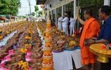 女土豪街頭舉辦還願儀式:300顆豬頭吸引眾多遊客爭相拍照