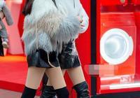 毛衣+半裙超好看,配雙長筒靴讓你秒變時髦精,跟性感美腿很般配