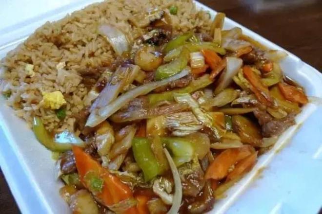 """出國旅遊去了一家中餐館,能確定這都是""""中餐"""",感覺自己不是中國人了"""