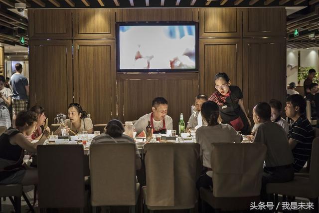 外媒眼中的海底撈:億萬富翁,福利好,會管理,中國餐飲的代表