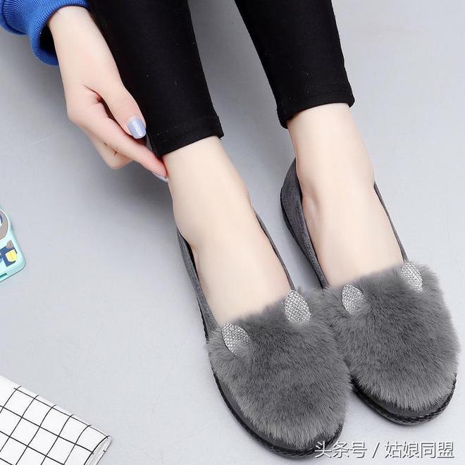 """腿粗女生別亂穿褲子,""""蘿蔔褲""""更適合你,配上豆豆鞋顯瘦又洋氣"""