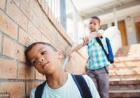孩子在校摔跤被欺負怎麼辦,父母處理方式影響孩子一生,深度好文