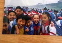 明星小學時的照片:迪麗熱巴蔣夢婕沒變,baby戴紅領巾的樣子可愛