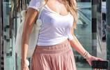 美國女星索菲婭·維加拉粉色長裙紐約商場購買化妝品