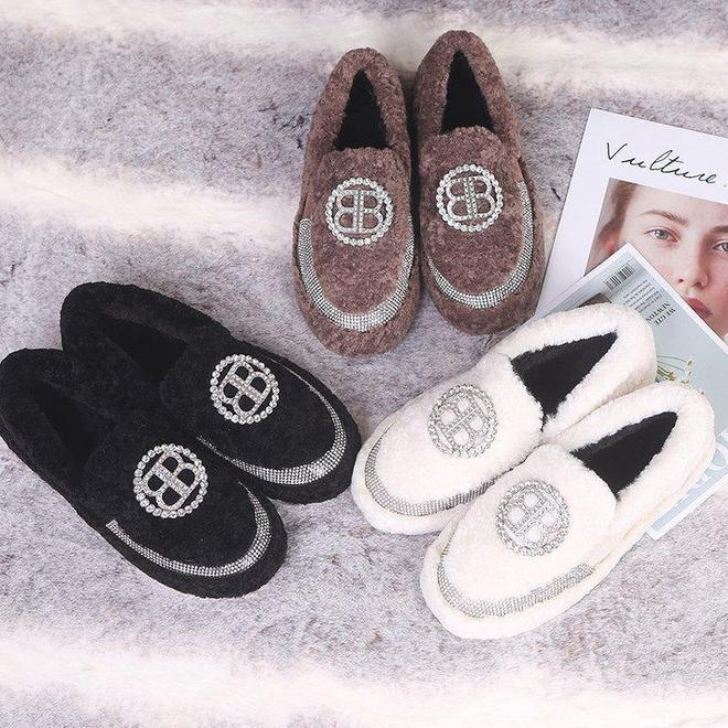 """雪地靴太土了,今冬流行這""""毛毛鞋"""",時髦保暖,陪你度過冬天"""