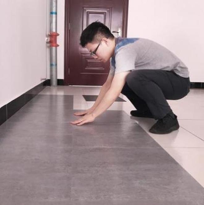 """建議大家:地板磚不吃香!用這""""萬向貼,全屋幾百元,才一頓飯錢"""
