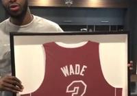 暖哭!韋德將自己的精裝版簽名球衣送給穆迪埃