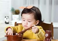 兩歲的寶寶吃飯和喝奶哪個更重要?