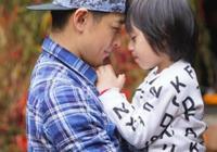 40歲林志穎和兒子kimi同框表演成名曲,凍齡男神不像父子像兄弟