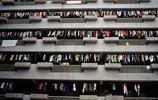 90年代最發達城市老照片:當年農民變包租公,大哥大滿街是