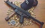 軍事丨根據美國FBI提出要求為其,(人質拯救隊)研製的MP5衝鋒槍