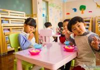 4個症狀表明孩子積食了,家長別總用山楂,吃這個粥,簡單管用