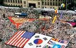 實拍韓國人挽留美軍,高舉美國國旗,萬人哭天搶地堪比大片
