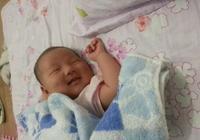 為什麼寶寶睡覺的時候會偷偷得笑,第三個原因太暖心了
