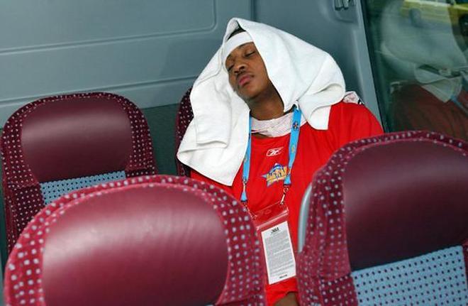 NBA球星最可愛的打瞌睡瞬間,詹姆斯似睡美人,奧尼爾很霸氣