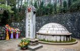 """開國上將被譽為""""毛澤東之劍"""",死後特批土葬老家,距父母墓40米"""