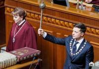 """如何看待烏克蘭總統澤連斯基在就職典禮上說:每個人都是烏克蘭總統?""""?"""