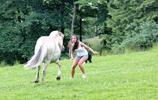 被動物欺負的姑娘,她們只能驚聲尖叫