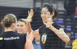 女排世俱杯在紹興即將拉開帷幕,朱婷領銜的瓦基弗銀行隊賽前訓練