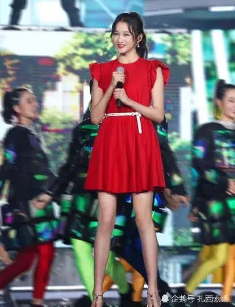 關曉彤的腿長成謎?和韓雪站在一起,網友:真的被驚豔到了
