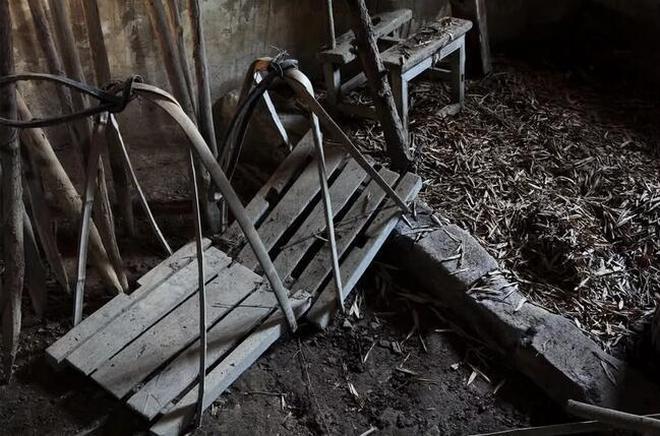 湖南株洲山區的這個普通老屋子 曾培養出了一位省報主編一位圖書館長一位外科醫生 留下我童年滿滿的回憶