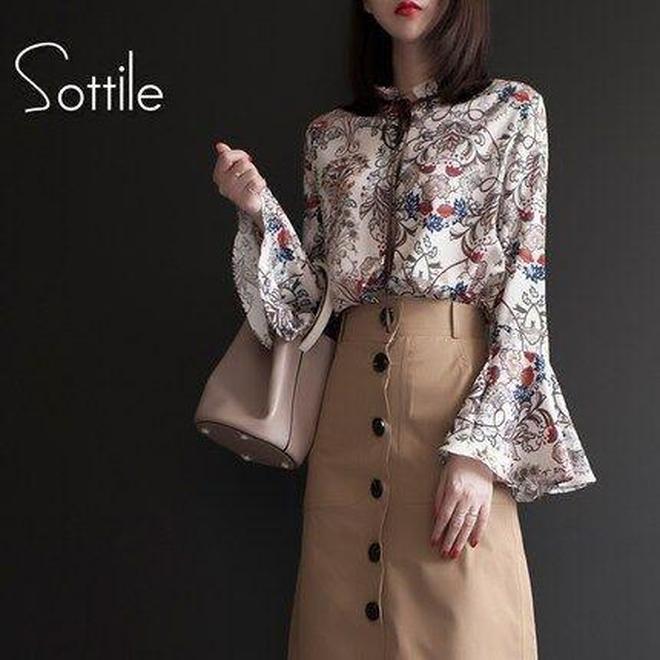 雪紡布料+喇叭袖款修身上衣金秋很流行 搭配高腰褲很時尚精緻
